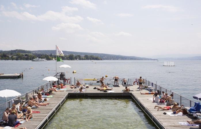 Kaum eine Badi bietet einen tolleren Blick als das Seebad Enge